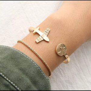 Jewelry - 🚨 5/$20 Charm Bracelet